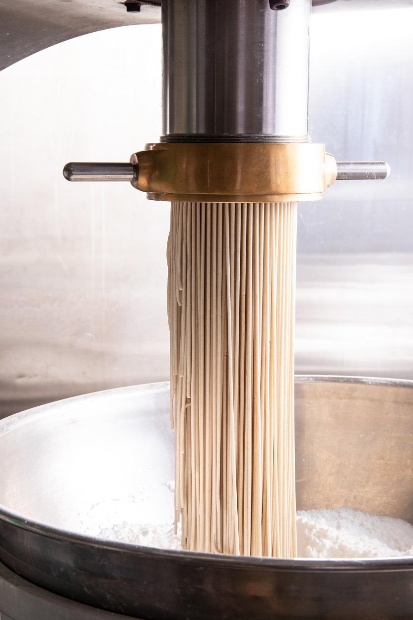 「冷麺・温麺 芳華」は、1983年に創業されました。大分県では冷麺といえば別府冷麺より『芳華』と言われるほど、地元で愛され続けるお店です。